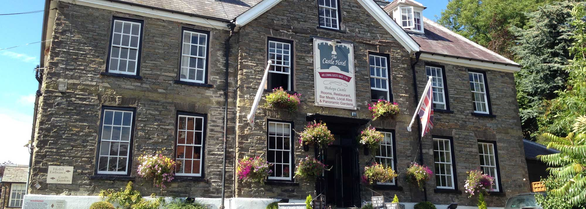 The Castle Hotel, Bishops Castle - A 4 star hotel in the South Shropshire Hills offering stylish accommodation in a delightful and charming Shropshire market town.